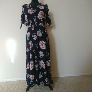 *Lovely 💘 V Neck High Waist Maxi Floral Dress